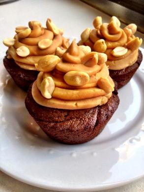 Flourless Chocolate Peanut Butter Cupcakes